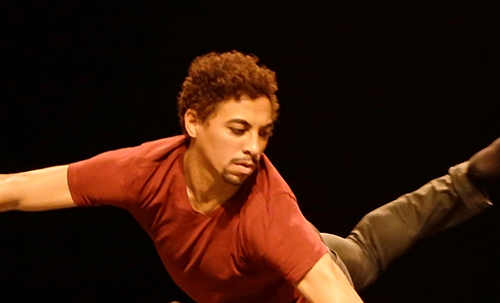 """8fc33ff897 Natural de Recife (PE) começou seus estudos na dança em 2006 tendo aulas  diárias de Ballet Clássico e Dança contemporânea no Projeto Social do  """"Núcleo ..."""