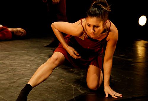 1b7f6a30cd Iniciou seus estudos de dança no ano de 1997